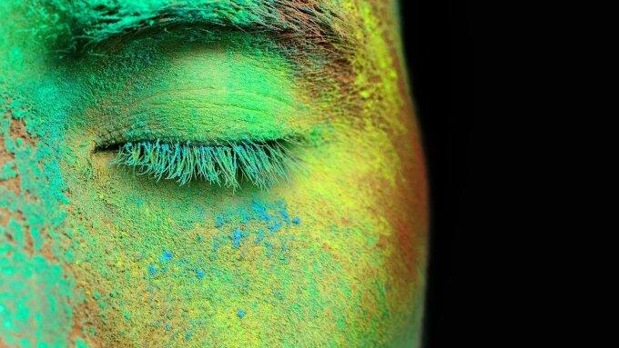 Gesicht mit Farbe. Symbolbild Jenaer Erklärung. Menschenrassen gibt es nicht.