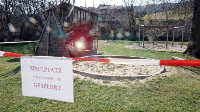Playgrounds around the country were closed for weeks. Various ways to restart public life in the pandemic are being suggested by the Scientific Advisory Board of the Thuringian State Government.